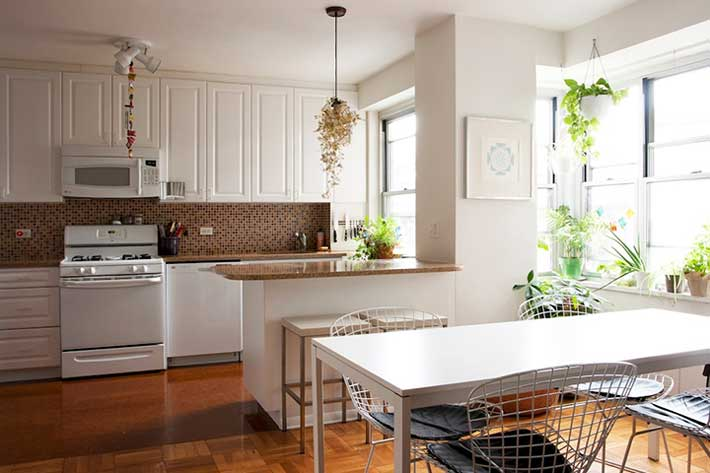 decluttered feng shui kitchen and dining table