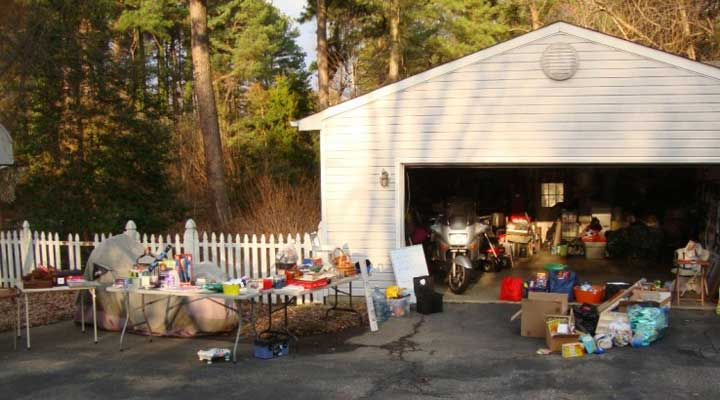 neighborhood garage sale advertised online