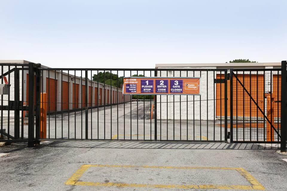 public storage 12730 s pulaski road alsip il 60803 security gate