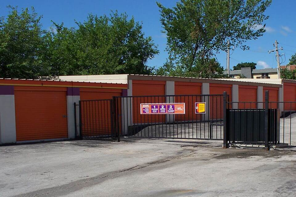 public storage 2700 m 291 frontage rd independence mo 64057 security gate