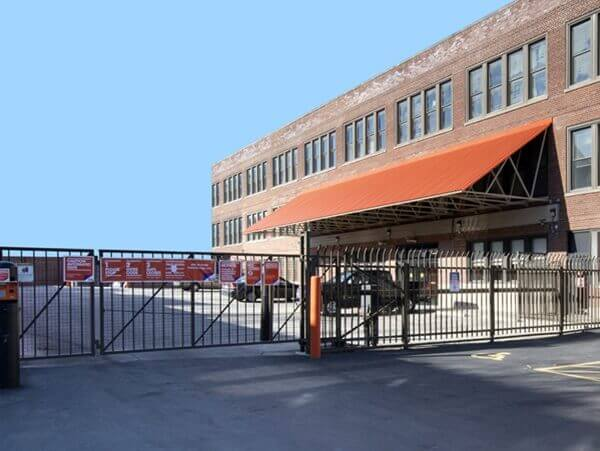 public storage 2101 w howard street chicago il 60645 security gate