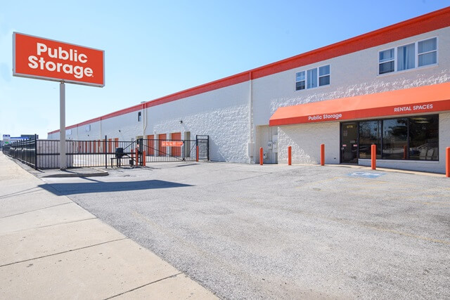 public storage 5778 north northwest highway chicago il 60631 exteriorb