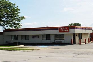 public storage 4750 s 108th street greenfield wi 53228 exterior