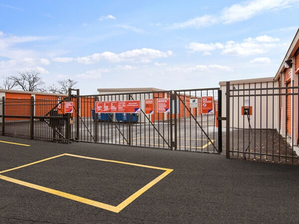 public storage 1385 e dundee road palatine il 60074 security gate