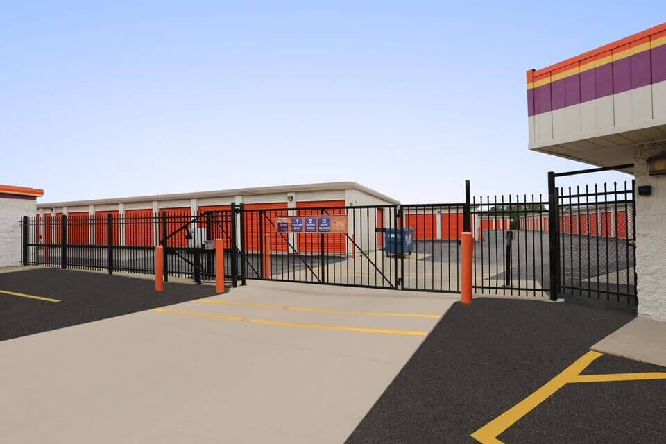 public storage 2401 lois drive rolling meadows il 60008 security gate