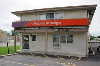 public storage 6049 n 77th street milwaukee wi 53218 exterior