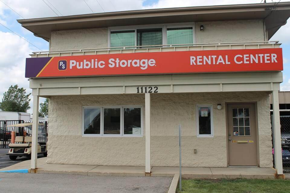 public storage 11122 w lincoln ave west allis wi 53227 exterior