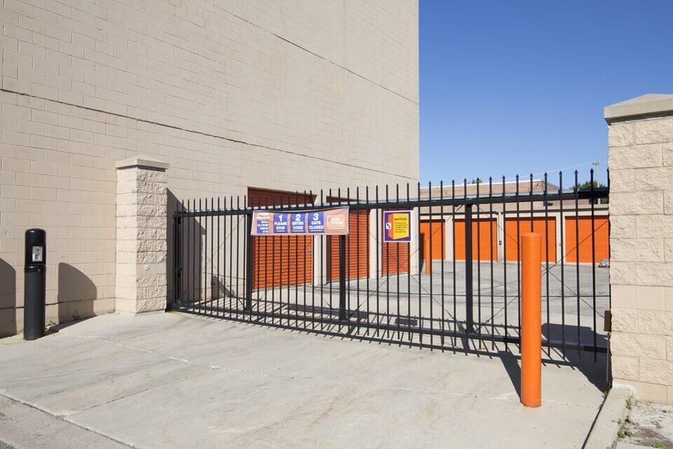 public storage 3501 w touhy ave lincolnwood il 60712 security gate