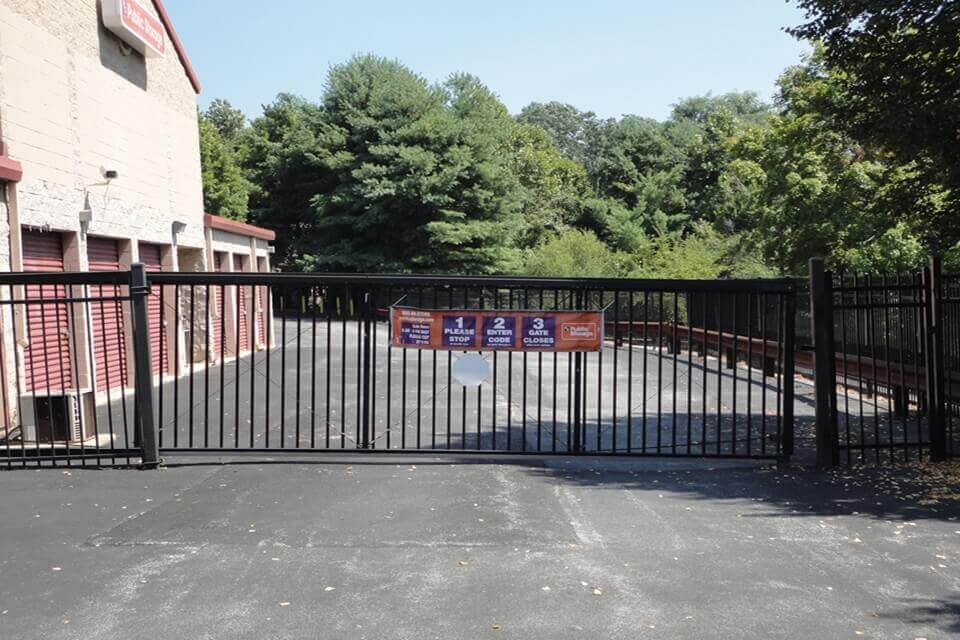public storage 5085 west chester pike newtown square pa 19073 security gate