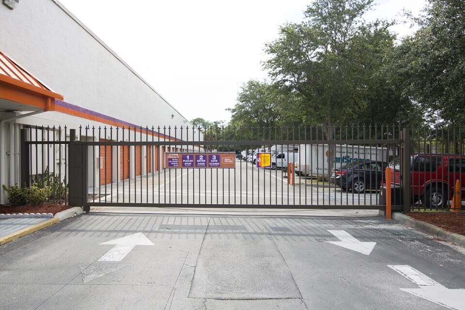 public storage 6050 n state rd 7 coconut creek fl 33073 security gate