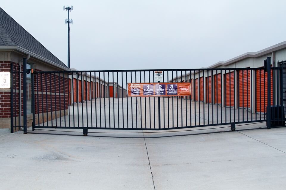 public storage 905 se 19th st moore ok 73160 security gate