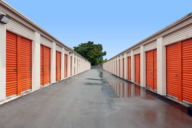 public storage 2445 nw 38th street miami fl 33142 unitsb