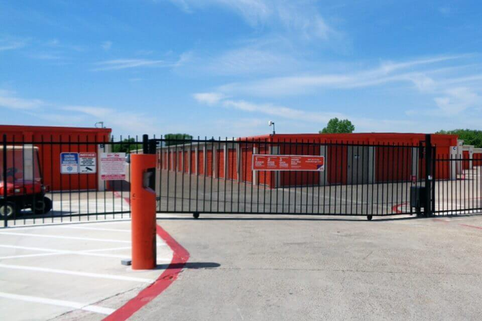 public storage 7601 airport fwy richland hills tx 76118 security gate