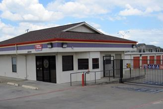 public storage 6899 granbury road fort worth tx 76133 exterior 1