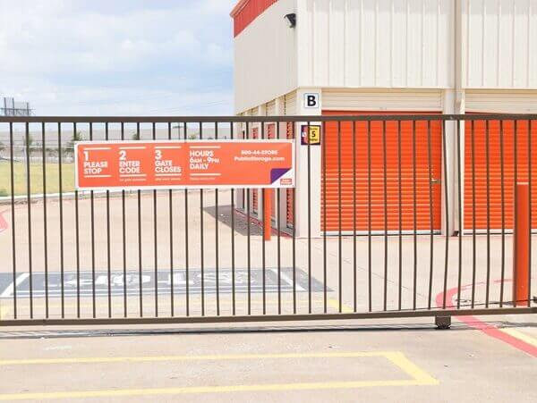 public storage 11085 walnut hill lane dallas tx 75238 security gate