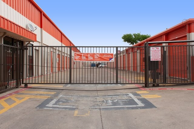 public storage 406 s plano road garland tx 75042 security gatea