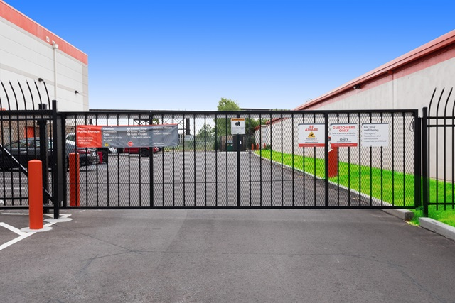 public storage 1150 s 3rd street st louis mo 63102 security gate